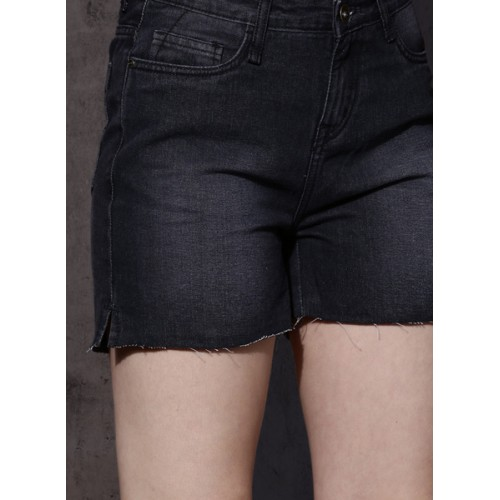 Roadster Black Cotton Solid Shorts