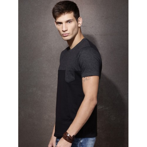 Roadster Black Cotton Slim Fit Solid Casual Round Neck T-Shirts