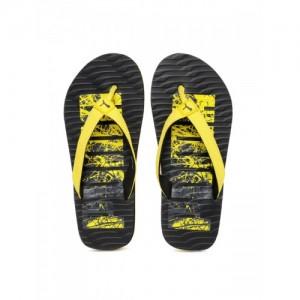 3572b70bf14e Buy latest Men s FlipFlops   Slippers from Puma On Amazon online in ...