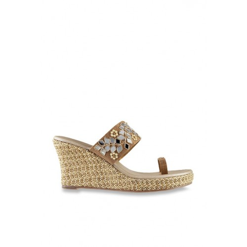 Mochi Golden Toe Ring Wedge Chappal