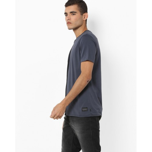 Levis Black Solid Regular Fit Round Neck T-Shirt