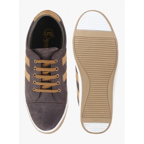 Guava brown leatherette sneaker