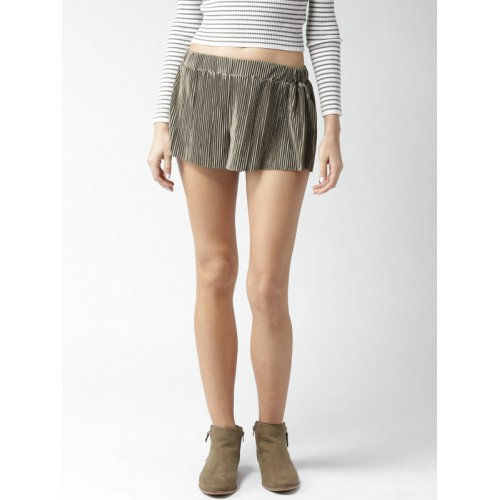 FOREVER 21 Women Olive Green Solid Regular Fit Regular Shorts with Accordion Pleats