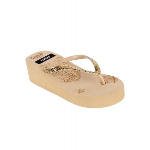 Snug beige platforms slippers