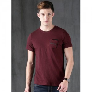 e57d72e7 Buy AMERICAN EAGLE OUTFITTERS Men Burgundy Solid Henley Neck T-shirt ...