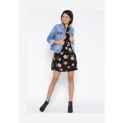 44bb9747445d9 Buy Sera Women s western wear Flutter sleeve shift dress online ...