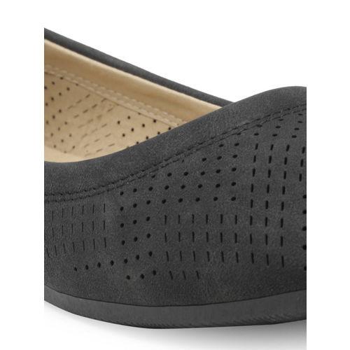 0f8fc09450d Buy Flat n Heels Women Black Solid Suede Ballerinas online | Looksgud.in