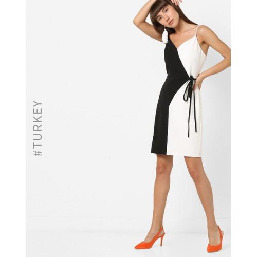 06b1e9983b9 TRENDYOL Strappy Colourblock Shift Dress  TRENDYOL Strappy Colourblock  Shift Dress ...