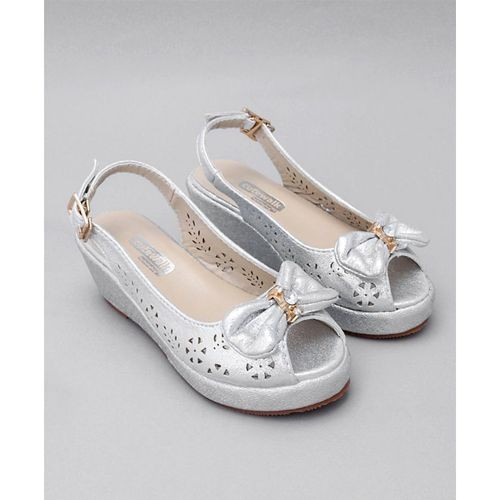 Cute Walk by Babyhug Cute Walk Silver Synthetic Peep Toes
