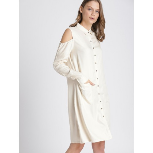 Chemistry Off-White Solid Shirt Cold-Shoulder Dress