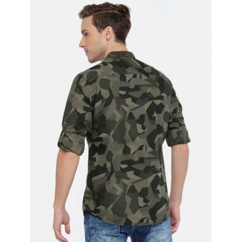 061dc99f8 ... Roadster Men Olive Green Regular Fit Camouflage Print Casual Shirt ...
