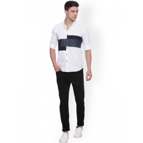 Campus Sutra Men White & Blue Regular Fit Solid Casual Shirt