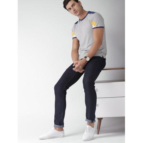 INVICTUS Men Grey Solid Slim Fit T-shirt
