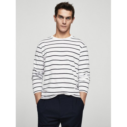 58f7172987 Buy MANGO MAN Men White   Navy Blue Striped Round Neck T-shirt ...