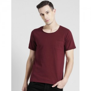 Rigo Men Maroon Solid Scoop Neck T-shirt