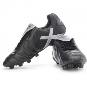 Vector X Dynamic Football Shoes For Men(Black, Silver)