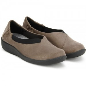 7545fc0c938a Buy latest Women's Casual Shoes from Clarks online in India - Top ...
