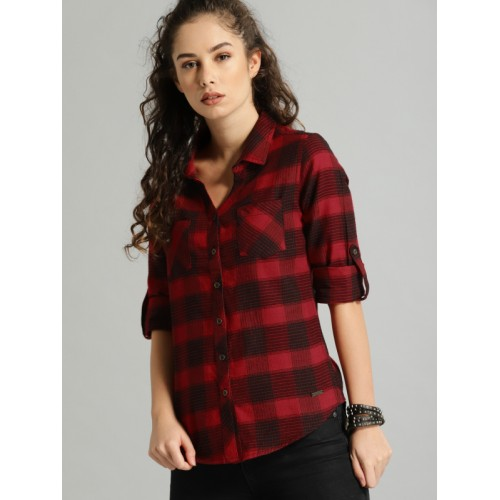 Roadster Women Red & Black Regular Fit Checked Casual Shirt