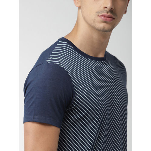 INVICTUS Men Navy Blue Striped Round Neck T-shirt
