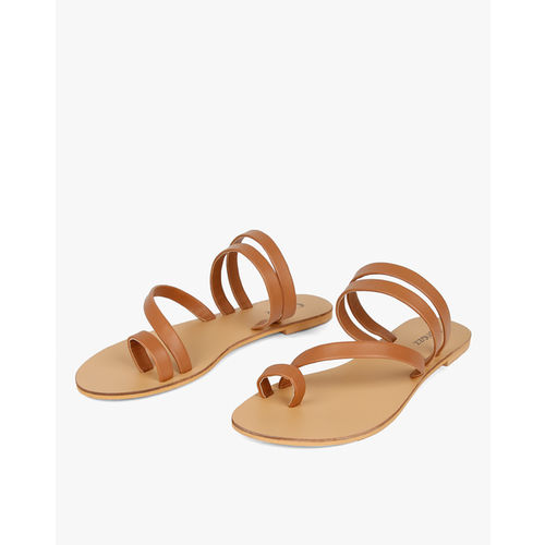 b0c5627319d33 Buy Curiozz Strappy Toe-Ring Flat Sandals online