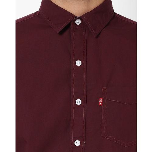 Levis Men Maroon Trim Slim Fit Solid Casual Shirt