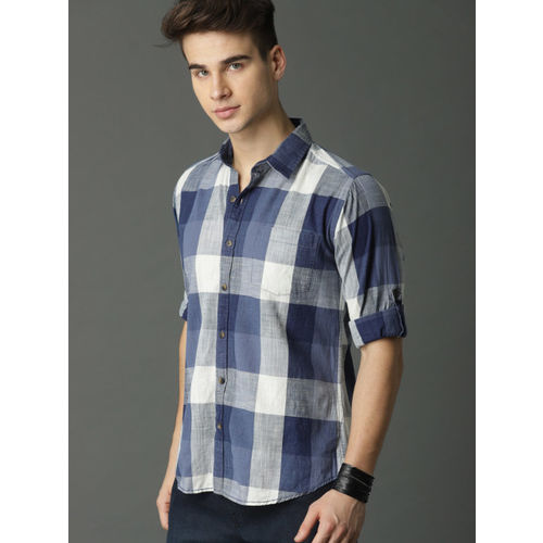 Roadster Men Blue & Off-White Regular Fit Checked Casual Shirt