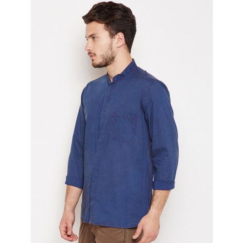 Oxolloxo Men Blue Comfort Regular Fit Solid Casual Shirt