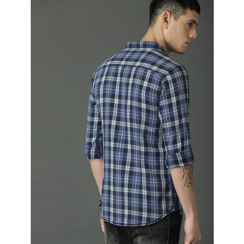 Roadster Men Blue & White Checked Casual Shirt
