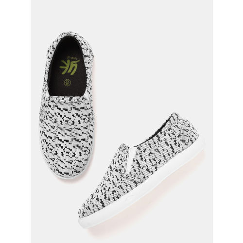 YK Boys White & Black Woven Design Slip-On Sneakers