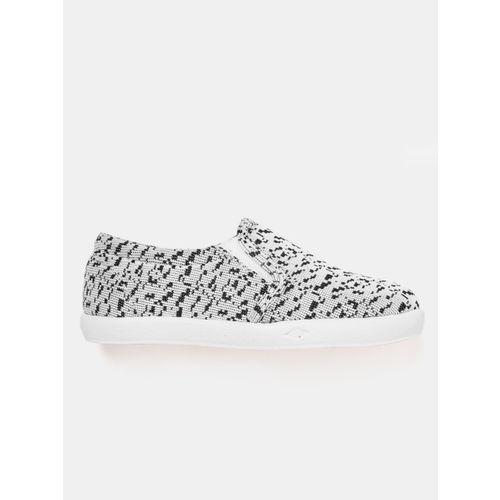 YK Boys White & Black Woven Design Slip-On Sneakers