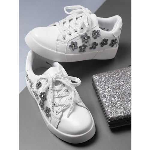 YK Girls White Sneakers with Applique Detail