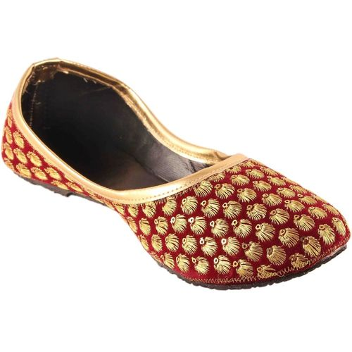 Beauty craft Maroon Velvet Rajasthani Jaipuri Mojari Juti Golden Makhi Design