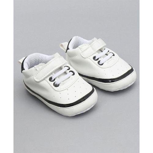 Cute Walk by Babyhug Booties - White & Black