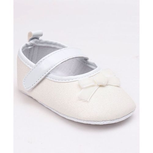 Cute Walk by Babyhug Glittery Booties Bow Applique - White