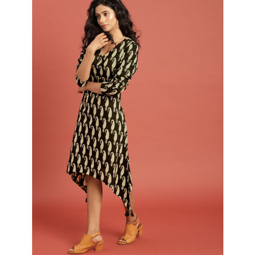 43e1586c3f ... Taavi Women Black & Cream-Coloured Bagru Hand Block Print Kurta with  Tassels ...