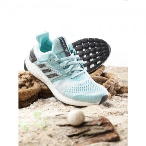 low priced 1c429 b07ef Buy latest Women's Sports Shoes Above ₹5000 On Myntra ...