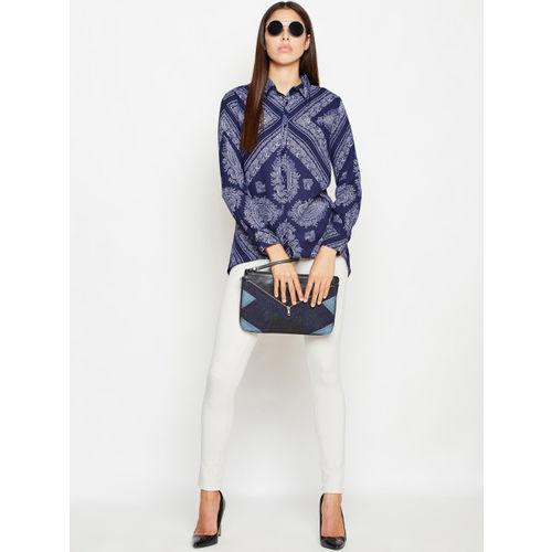 Oxolloxo Women Blue Regular Fit Printed Casual Shirt