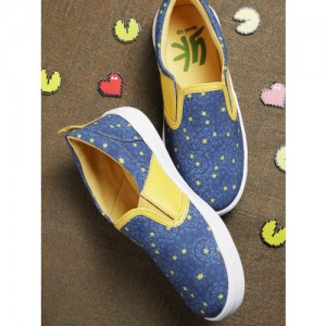YK Boys Blue & Yellow Printed Slip-On Sneakers