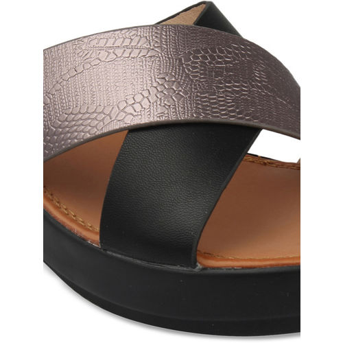 pelle albero Women Black Solid Sandals