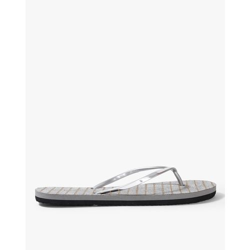 Ginger by Lifestyle Women Silver-Toned Thong Flip-Flops