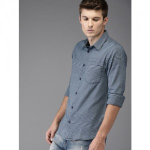 ffe9f96776 HERE NOW Men Navy Regular Fit Checked Casual Shirt