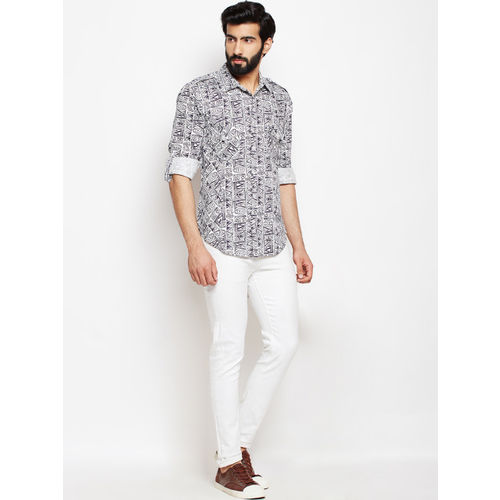 Oxolloxo Men Off White Regular Fit Geometric Printed Casual Shirt