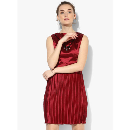 Deal Jeans Maroon Coloured Solid Shift Dress With Necklace