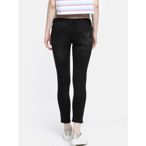 Deal Jeans Women Black Slim Fit Mid-Rise Low Distress Stretchable Cropped Jeans