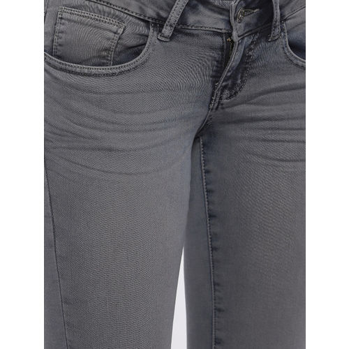 Deal Jeans Women Charcoal Grey Solid Skinny Fit Capris