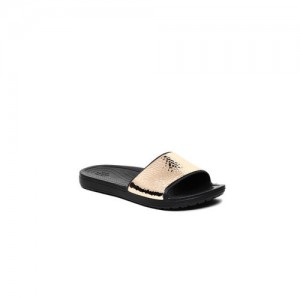 4dabb7af4 Buy latest Women s Chappals from Crocs On Myntra