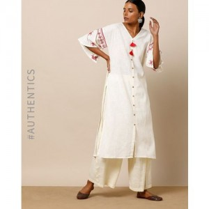 Indie Picks by AJIO Textured Straight Kurta with Embroidered Flared Sleeves