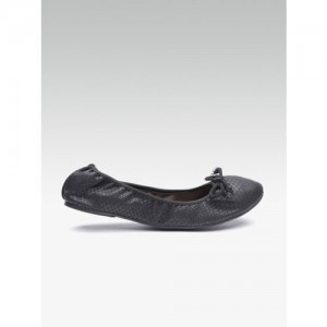 0ddbc75759da Carlton London Women Black Snakeskin Textured Ballerinas