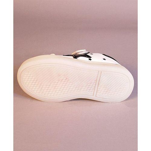 Kidlingss White & Black Star Print Shoes With Led Lights
