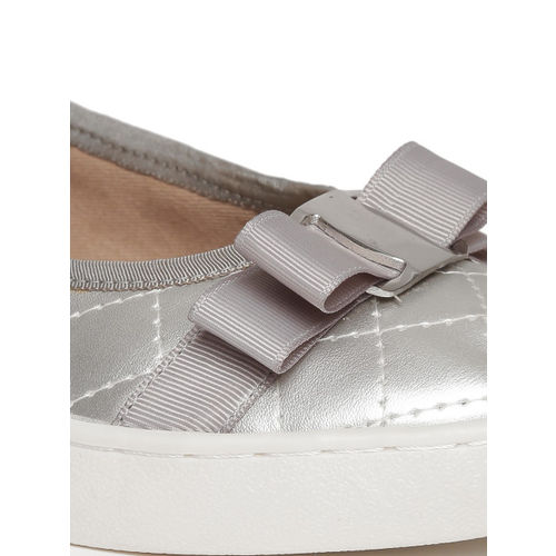 Carlton London Women Silver-Toned Solid Quilted Ballerinas